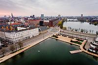 Corona Lockdown. Billeder fra søerne i København mellem 6 og 7.30 tirsdag den 7. april. Søpavillionen, Dronning Louises Bro og Fredens Bro. Foto: Jens Panduro