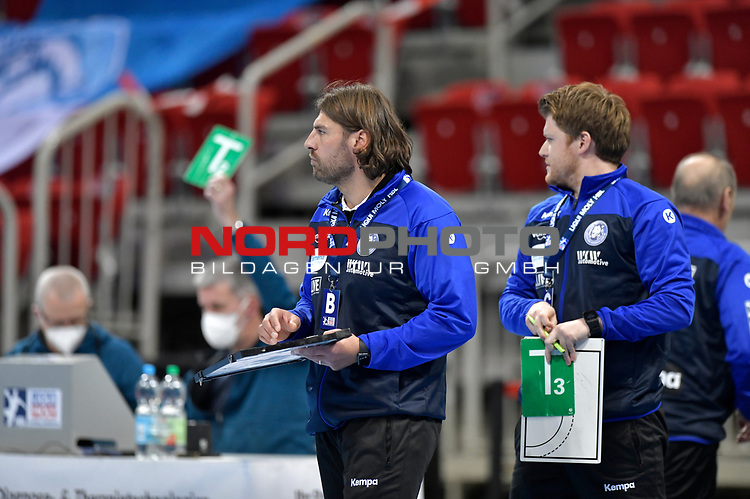 21.11.2020, Duesseldorf, ISS Dome, GER, 1.Liqui Moly HBL,  BHC06 vs. Fuechse Berlin<br /><br />1.Liqui Moly HBL  regulations prohibit any use of photographs as image sequences and/or quasi-video<br />im Bild Trainer Sebastian Hinze ( BHC ) und Co.- Trainer Markus Puetz ).<br /><br />Foto © nordphoto / freund *** Local Caption ***