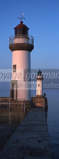 Europe/France/Bretagne/56/Morbilhan/Belle-Ile/Le Palais: les Phares du port dans la lumière du soir