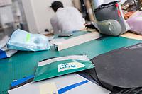 """Das Berliner Start-up """"mimycri"""" produziert Taschen aus den Gummiplanen gestrandeter Fluechtlingsboote.<br /> Statt Griechenlands Straende im Muell der gestrandeten Fluechtlingsboote ersticken zu lassen, stellt das Berliner Unternehmen """"mimycri"""" daraus Taschen und Rucksaecke her und bietet Fluechtlingen eine Chance auf Normalitaet und Regelmaessigkeit.<br /> Im Bild: Eine Tasche mit Arbeitsmaterial.<br /> 8.8.2017, Berlin<br /> Copyright: Christian-Ditsch.de<br /> [Inhaltsveraendernde Manipulation des Fotos nur nach ausdruecklicher Genehmigung des Fotografen. Vereinbarungen ueber Abtretung von Persoenlichkeitsrechten/Model Release der abgebildeten Person/Personen liegen nicht vor. NO MODEL RELEASE! Nur fuer Redaktionelle Zwecke. Don't publish without copyright Christian-Ditsch.de, Veroeffentlichung nur mit Fotografennennung, sowie gegen Honorar, MwSt. und Beleg. Konto: I N G - D i B a, IBAN DE58500105175400192269, BIC INGDDEFFXXX, Kontakt: post@christian-ditsch.de<br /> Bei der Bearbeitung der Dateiinformationen darf die Urheberkennzeichnung in den EXIF- und  IPTC-Daten nicht entfernt werden, diese sind in digitalen Medien nach §95c UrhG rechtlich geschuetzt. Der Urhebervermerk wird gemaess §13 UrhG verlangt.]"""