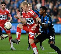 KV Kortrijk - Club Brugge : Michael Lallemand (links) aan de bal voor de verdedigende Stefano Denswil (r) <br /> Foto VDB / Bart Vandenbroucke