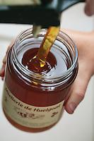 Honey potting..