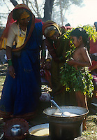 INDIA Karnataka, every year a festival takes place around the Yellamma temple in Saundatti and attracts thousand of pilgrims from villages, here is also practizised the Devadasi cult, where young girls are secretly dedicated to the hindu goddess Yellamma, most of the girls end in prostitution, young girl is dressed up in neem leaves for the ceremony  / INDIEN Karnataka, jedes Jahr findet in Saundatti das Tempelfest zu Ehren der Goettin Yellamma statt, das Tausende Pilger aus den umliegenden Doerfern anzieht, hier wird der Devadasi Klt praktiziert, heimlich werden junge Maedchen der Hindu Goettin Yellamma geweiht, die Maedchen enden spaeter meistens in der Prostitution, junges Maedchen in einem Kleid aus Niem Blaettern