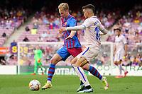 29th August 2021; Nou Camp, Barcelona, Spain; La Liga football league, FC Barcelona versus Getafe; De Jong and Arambarri challenge for the ball