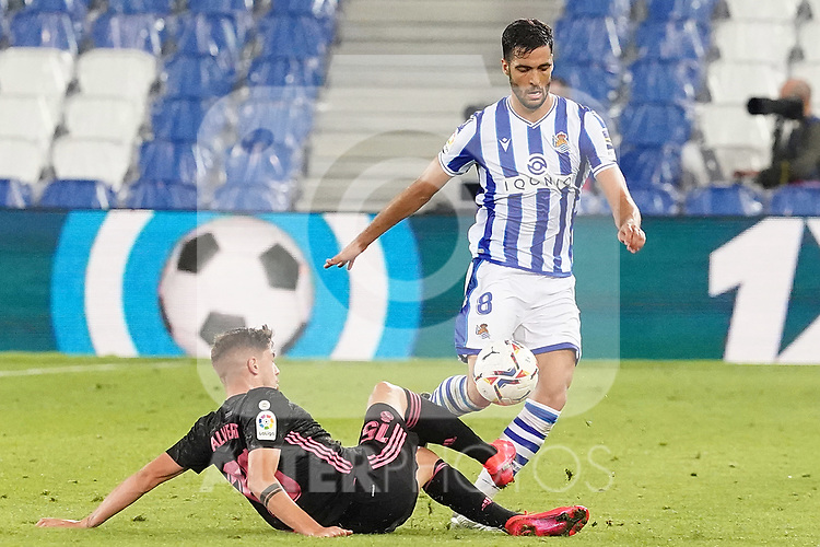 Real Sociedad's Mikel Merino (r) and Real Madrid's Fede Valverde during La Liga match. September 20, 2020. (ALTERPHOTOS/Acero)