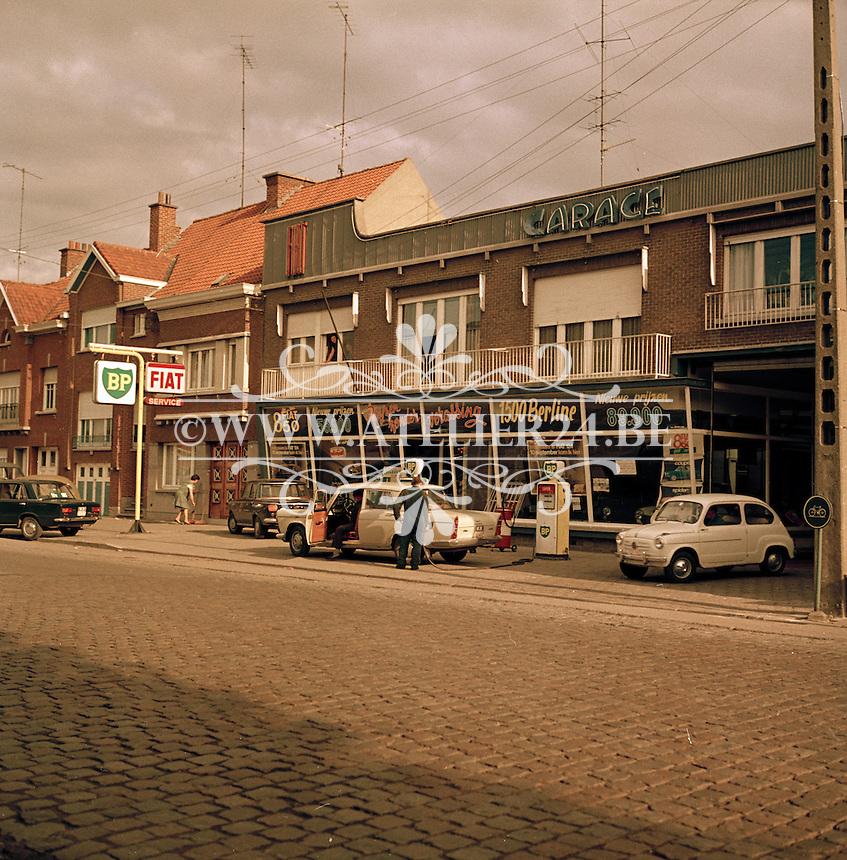 Oktober 1966. Fiat garage.