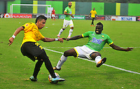 BARRANCABERMEJA- COLOMBIA - 23 - 07 -2016: Alex Castro (Izq.) jugador de Alianza Petrolera, disputa el bal—n con Jair Palacios (Der.) jugador de Atletico Bucaramanga, durante partido Alianza Petrolera y Atletico Bucaramanga, por la fecha 5 por la Liga Aguila II 2016 en el estadio Daniel Villa Zapata en la ciudad de Barrancabermeja. / Alex Castro (L) player of Alianza Petrolera, figths the ball with Jair Palacios (R) player of Atletico Bucaramanga, during a match between Alianza Petrolera and Atletico Bucaramanga, for date 5 of the Liga Aguila II 2016 at the Daniel Villa Zapata stadium in Barrancabermeja city. Photo: VizzorImage  / Jose D Martinez / Cont.