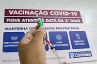 Campinas (SP), 30/01/2021 - Vacinação Covid-19 -  Profissionais de saúde: médicos, enfermeiros, técnicos de enfermagem, auxiliares de enfermagem, cirurgiões dentistas, técnicos de análises clínicas e motoristas de ambulância, recebem a vacina contra a Covid-19 nesse sábado (30), no CAIC Sudoeste, na vila União na cidade de Campinas, interior de São Paulo. Até o momento, Campinas imunizou 18.998 pessoas contra a Covid-19.