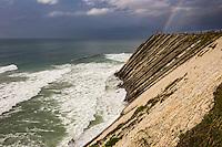 France, Pyrénées-Atlantiques (64), Pays-Basque,Env  Ciboure: La Corniche basque ou Corniche d'Urrugne - les hautes falaises de flyschs plongent en oblique leurs roches feuilletées vigoureusement attaquées par les flots // France, Pyrenees Atlantiques, Basque Country,Near Ciboure Basque Corniche, Corniche Urrugne - high flyschs cliffs plunge obliquely their laminated rocks vigorously attacked by the waves