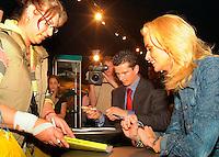 20-2-06, Netherlands, tennis, Rotterdam, ABNAMROWTT, Autographsession with Daphne and Richard Krajicek, tournament director