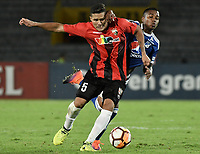 BOGOTA - COLOMBIA, 17-04-2018: Juan Camilo Salazar (Der) jugador de Millonarios de Colombia disputa el balón con Daniel Cariillo Montilla (Izq) jugador de Deportivo Lara de Venezuela durante partido por la fecha 3, grupo G, de la CONMEBOL Libertadores 2018 jugado en el estadio Nemesio Camacho El Campin de la ciudad de Bogotá. / Juan Camilo Salazar (R) player of Millonarios of Colombia fights for the ball with Daniel Cariillo Montilla (L) player of Lara of Venezuela during match for the date 3, group G, of the CONMEBOL Libertadores 2018 played at Nemesio Camacho El Campin stadium in Bogota city. Photo: VizzorImage / Gabriel Aponte / Staff.