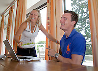 23-06-10, Tennis, England, Wimbledon, Caroline Wozniacki photoshoot, Caroline eating grapes with her brother Patrik and having fun