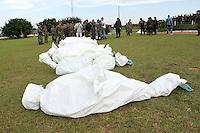 TAME -COLOMBIA- 24 -11--2013. Soldados de la Octava Division del ejercito transladan los cuerpos de lo 10 guerrilleros del ELN del frente Domingo Lain Saenz quienes fueron muertos durante un bombardeo en una operacion conjunta entre Ejercito ,Armada y Fuerza Aerea, entre los muertos esta el cabecilla alias El Pony./ Soldiers of the Eighth Division of the Colombian Army moved out the bodies of the 10 ELN guerrillas members of Front Domingo Lain Saenz who were killed in bombing during a joint operation of Army, Navy and Air Force, the dead leader is the alias The Pony. Photo: VizzorImage / Felipe Caicedol / Staff