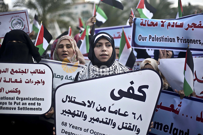 Palestinian women hold flag national during a rally to show solidarity with women on Jerusalem, in Gaza city, on November 10, 2015. Photo by Mohammed Talatene