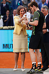 Queen Sofia of Spain presents Andy Murray of Great Britain his trophy after winning the Madrid Open Tennis tournament in Madrid, Spain. May 10, 2015. (ALTERPHOTOS/Victor Blanco)