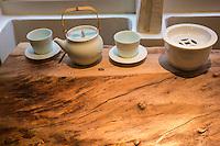 Europe / Ile de France/ Paris:  4, rue Sauval  75001 : Boutique Yam' Tcha: brioches vapeur (baos): signées Adeline Grattard (en salé et aussi en sucré) détail de l'étal de la boutique de thé