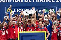Joie des joueurs du LOSC brandissant le trophee Hexagoal du vainqueur du championnat de France de Ligue 1 saison 2020 / 2021<br /> Jose Fonte (Losc) <br /> 24/05/2021<br /> Celebration of LOSC Lille champions of France <br /> Calcio Ligue 1 2020/2021<br /> Foto JB Autissier/Panoramic/insidefoto <br /> ITALY ONLY