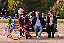London, UK. 09.10.2021. Snappy dresser, Tony, talks to two friends on a bench at the top of Primrose Hill, London. Photograph © Jane Hobson.