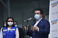 BOGOTA - COLOMBIA, 18-02-2021: Fernando Ruiz, ministro de salud de Colombia durante la primera jornada de vacunación contra el COVID-19 (Coronavirus) que se llevo a cabo en la clínica Colombia en la ciudad de Bogotá. Son las primeras 50.000 vacunas de la farmacéutica Pfizer y que representan un 0.08% de las requeridas en Colombia fueron distribuidas en diferentes ciudades del país para comienzan su aplicación en personal de la salud que son los más expuestos al contagio del Coronavirus. / fernando Ruiz health minister of Colombia during the first day of vaccination against COVID-19 (Coronavirus) that took place at the Colombia clinic in the city of Bogotá. They are the first 50,000 vaccines from the pharmaceutical company Pfizer that represent 0.08% of those required in Colombia and were distributed in different cities of the country to begin their application in health personnel who are the most exposed to the contagion of the Coronavirus. Photo: VizzorImage / Alejandro Avandaño / Cont