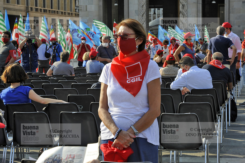 Milano, 18 Settembre 2020, manifestazione nazionale dei sindacati confederali CGIL, CISL e UIL per la ripartenza del lavoro dopo l'emergenza Coronavirus; richiesta fra l'altro di ammortizzatori sociali, contratti nazionali, diritto al'istruzione ed alla sanità pubblica, sicurezza sul lavoro e politiche industriali.<br />