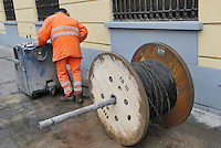 - street yard for optical fiber wiring....- cantiere stradale per il cablaggio in fibra ottica