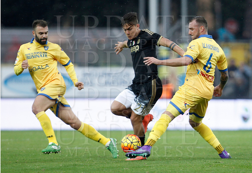 Calcio, Serie A: Frosinone vs Juventus. Frosinone, stadio Comunale, 7 febbraio 2016.<br /> Juventus' Paulo Dybala, center, is challenged by  Frosinone's Paolo Sammarco, left, and Leonardo Blanchard, during the Italian Serie A football match between Frosinone and Juventus at Frosinone's Comunale stadium, 7 January 2016.<br /> UPDATE IMAGES PRESS/Isabella Bonotto