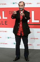 """Il regista turco Tayfun Pirselimoglu posa durante un photocall per la presentazione del suo suo nuovo film """"I am not him"""" all'ottava edizione del Festival Internazionale del Film di Roma, 9 novembre 2013.<br /> Turkish director Tayfun Pirselimoglu poses during a photocall to present his new movie """"Ben o Degilim"""" (""""I am not him"""") during the 8th edition of the international Rome Film Festival at Rome's Auditorium, 9 November 2013.<br /> UPDATE IMAGES PRESS/Isabella Bonotto"""