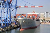 - porto di  Genova, nave portacontainer....- Genoa port, container ship