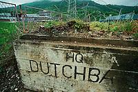 Potocari / Srebrenica / Republika Srpska 2010<br /> Veduta dall'entrata della base del contingente olandese dell'ONU nel luglio 1995. Il luogo è divenuto un luogo della memoria del genocidio.<br /> View of the entry the former factory of accumulators has become base of the Dutch contingent of the UN in July 1995. The place has become a memorial and maintains the state of abandonment and graffiti drawn on the walls. <br /> Photo Livio Senigalliesi