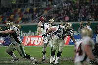 Lang Campbell (Quarterback Berlin Thunder) setzt zum Pass an