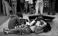 01.2010 Valparaiso (Chile)<br /> <br /> Jeunes vendeurs de rue.<br /> <br /> Young street vendor.