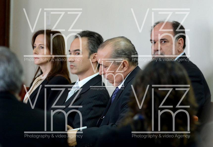 MEDELLÍN - COLOMBIA, 13-05-2014. El gerente de Lérida CDO, Pablo Villegas Mesa(CENTRO), el ingeniero calculista a cargo de los diseños del edificio Space, Jorge Aristizábal ( ATRAS)y la directora de obra de esta unidad residencial, María Cecilia Posada Grisales(IZQUIERDA)  y curador segundo carlos alberto Ruiz Arango(DERECHA) no aceptaron el cargo de homicidio culposo en la audiencia de imputación de cargos que se realiza este martes en el caso de la Torre 5 del edificio Space de la ciudad de Medellín que se desplomó en el mes de octubre de 2013 y que terminó con la demolición de la torre 5./ Lerida CDO manager, Pablo Villegas Mesa (center), the structural engineer in charge of building designs Space, Jorge Aristizabal (REAR) and the director of residential work of this unit, María Cecilia Posada Grisales (LEFT) and second curator carlos alberto Ruiz Arango (RIGHT) did not accept the charge of manslaughter at the hearing of complaint charges Tuesday is done in the case of the Space Tower 5 building of the city of Medellin which collapsed in October 2013 and ended with the demolition of the tower 5..  Photo: VizzorImage/Luis Rios/STR