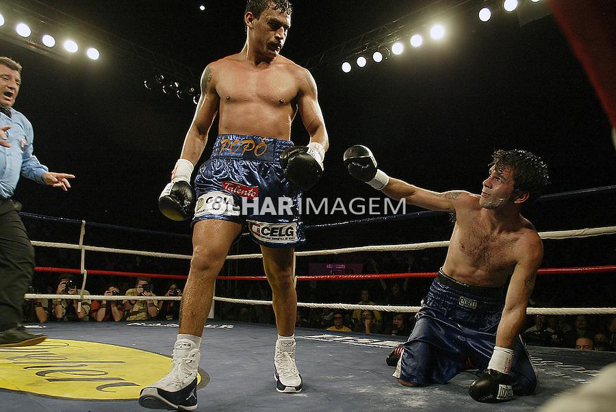 Luta de boxe Acelino Popo de Freitas contra Fernando Saucedo. São Paulo. 2004. Foto de Caetano Barreira.