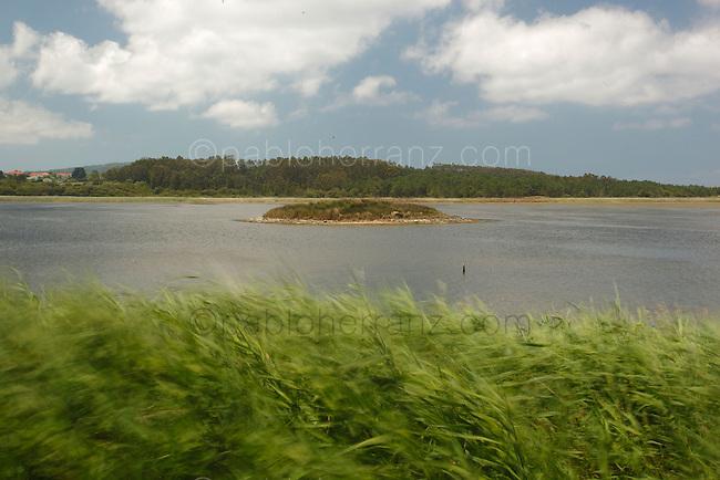 """Laguna de """"A Frouxeira"""" en Valdoviño."""