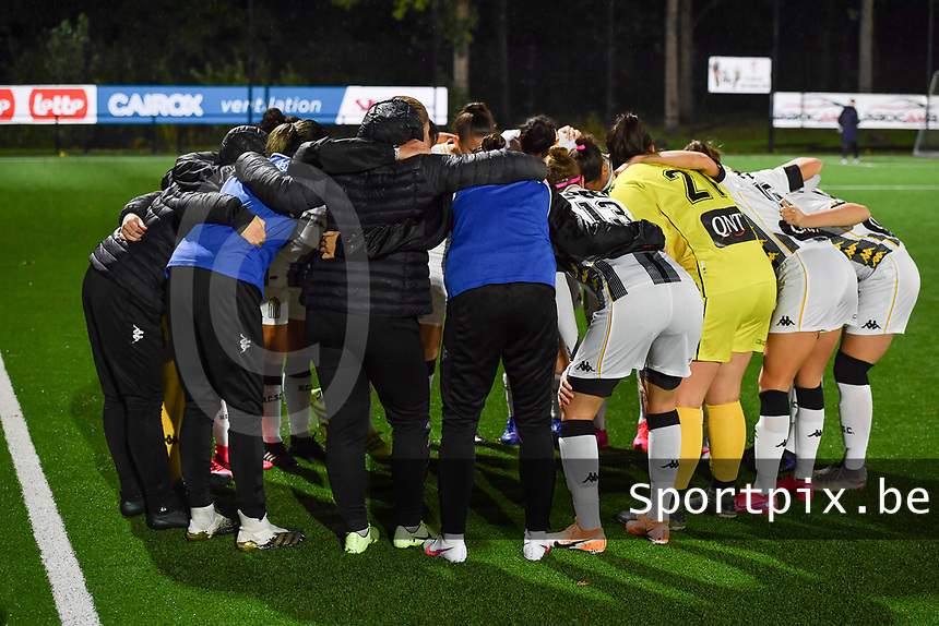Charleroi's players pictured before a female soccer game between Sporting Charleroi and RSC Anderlecht on the third matchday of the 2020 - 2021 season of Belgian Scooore Womens Super League , friday 2 nd of October 2020  in Marcinelle , Belgium . PHOTO SPORTPIX.BE | SPP | DAVID CATRY