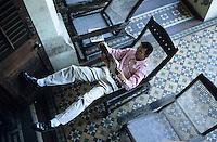 "Asien Indien Megacity Metropole Mumbai Bombay .Leser im Lesestuhl auf Balkon der Sassoon Bibliothek ,Presse Literatur B?cher Buch lesen Leser Medien Zeitungen Zeitschriften Magazin xagndaz | .asia India Mumbai Bombay .reader in sassoon library in Mumbai - press book newspaper media magazine read reader | .[copyright  (c) Joerg Boethling / agenda , Veroeffentlichung nur gegen Honorar und Belegexemplar / royalties to:  agenda PG , Bank: Hamburger Sparkasse , BLZ 200 505 50 , kto. 1281 120 178  IBAN: DE96 2005 0550 1281 1201 78 BIC: ""HASPDEHH"", address: agenda  Rothestr. 66  D-22765 Hamburg  ph. ++49 40 391 907 14   e-mail: boethling@agenda-fototext.de  www.agenda-fototext.de ] [#0,26,121#]"