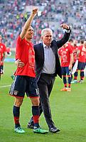 07.04.2018, Football 1. Bundesliga 2017/2018, 29.  match day, FC Augsburg - FC Bayern Muenchen, in WWK-Arena Augsburg. FC Bayern ist   dem 3:1 Sieg Germanr Football Meister 2018,   Schlusspfiff wird bei den Fans in Kurve gecelebrates, v.li: Arjen Robben (FC Bayern Muenchen) and Trainer Jupp Heynckes (FC Bayern Muenchen). *** Local Caption *** © pixathlon<br /> <br /> Contact: +49-40-22 63 02 60 , info@pixathlon.de