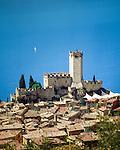 Italy, Veneto, Lake Garda, Malcesine: old town with castle | Italien, Venetien, Gardasee, Malcesine: Altstadt und Scaligerburg