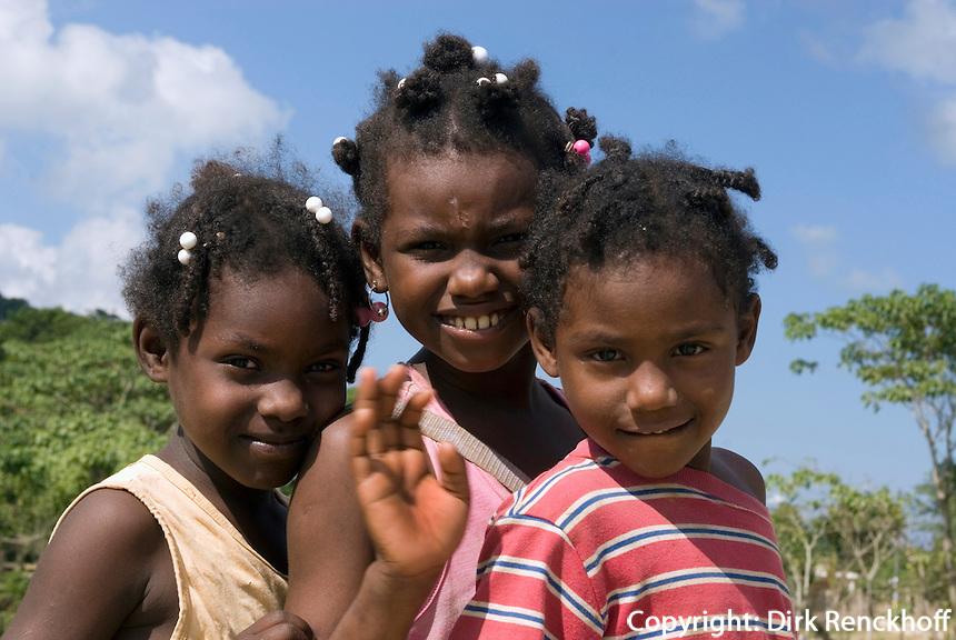 Kinder auf Pferd bei Miches im Nord-Osten, Dominikanische Republik
