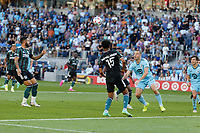 ST PAUL, MN - AUGUST 14: Brent Kallman #14 of Minnesota United FC eyes up the ball during a game between Los Angeles Galaxy and Minnesota United FC at Allianz Field on August 14, 2021 in St Paul, Minnesota.