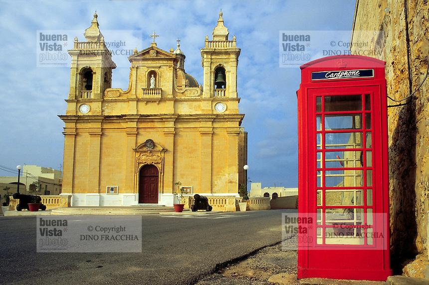 - church in Zebbug village, island of Gozo, typical phone cabin ....- chiesa del paese di Zebbug, nell'isola di Gozo, cabina del telefono tipica