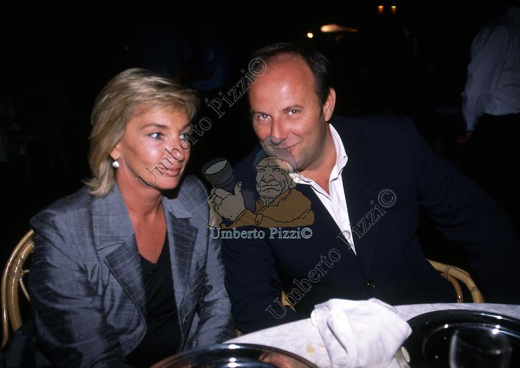 GERRY SCOTTI CON LA MOGLIE PATRIZIA GROSSO<br /> FESTA PER I 60 ANNI DI MAURIZIO COSTANZO<br /> MANEGGIO DI GIANNELLA  1998