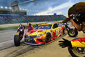 #18: Kyle Busch, Joe Gibbs Racing, Toyota Camry M&M's Red Nose Day makes a pit stop