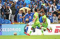 BOGOTA - COLOMBIA -21 - 02 - 2016: Lewis Ochoa (Izq.) jugador de Millonarios disputa el balón con Leonardo Saldaña (Cent.) jugador de Jaguares FC, durante partido de la fecha 5 entre Millonarios y Jaguares FC, de la Liga Aguila I-2016, jugado en el estadio Nemesio Camacho El Campin de la ciudad de Bogota.   / Lewis Ochoa (L) player of Millonarios vies for the ball with Leonardo Saldaña (C) player of Jaguares FC, during a match between Millonarios and Jaguares FC, for the date 5 of the Liga Aguila I-2016 at the Nemesio Camacho El Campin Stadium in Bogota city, Photo: VizzorImage / Luis Ramirez / Staff.