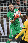 01.12.2018,  GER; 2. FBL, FC St. Pauli vs SG Dynamo Dresden ,DFL REGULATIONS PROHIBIT ANY USE OF PHOTOGRAPHS AS IMAGE SEQUENCES AND/OR QUASI-VIDEO, im Bild Einzelaktion Hochformat Torhueter Robin Himmelmann (Pauli #30) Foto © nordphoto / Witke