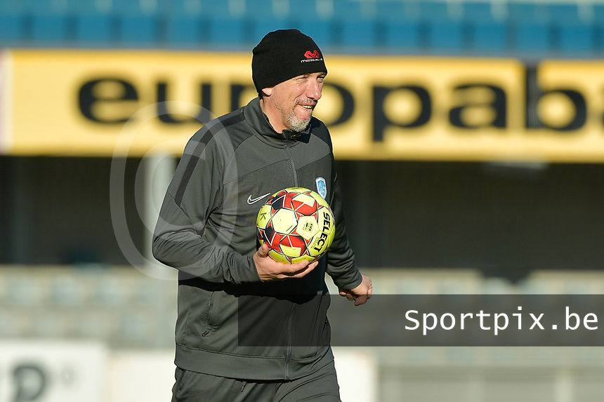 Genk's goalkeeper coach Donald Kuhn  pictured during a female soccer game between Eendracht Aalst and Racing Genk on the fifth matchday of the 2020 - 2021 season of Belgian Scooore Womens Super League , Saturday 28 th of November 2020  in Aalst , Belgium . PHOTO SPORTPIX.BE | SPP | DIRK VUYLSTEKE