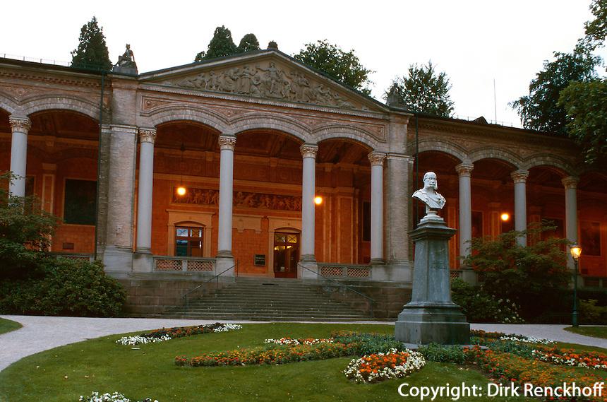 Trinkhalle im Kurpark von Baden-Baden, Denkmal Wilhelm I, Baden-Württemberg, Deutschland