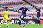 Ivan Rakitic of FC Barcelona (R) in action during the La Liga 2017-18 match between FC Barcelona and Las Palmas at Camp Nou on 01 October 2017 in Barcelona, Spain. (Photo by Vicens Gimenez / Power Sport Images