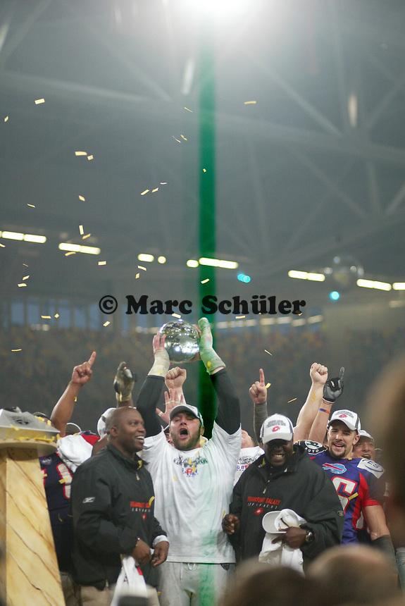 Daniel Benetka (Defensive Tackle Frankfurt GAlaxy) feiert den World Bowl Sieg