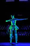 Mechanical Ecstasy<br /> <br /> Conception et chorégraphie Guy Weizman, Roni Haver<br /> Musique Jan-Bas Bollen, Thijs de Vlieger (Noisia)<br /> Direction musicale Fedor Teunisse<br /> Texte et dramaturgie Veerle van Overloop<br /> Son Simon Derks<br /> Lumières Maarten van Rossem<br /> Adaptation anglaise et surtitrage en direct Mike Sens<br />  <br /> Avec Luca Cacitti, Camilo Chapela, Agnese Fiocchi, Patrick de Haan, Harold Luya, Tatiana Matveeva, Kalin Morrow, David Pallant, Manuel Paolini, Milan Schudel, Lewis Seivwright, TingAn Ying, Sonia Zwolska (danse), Mirjam Stolwijk (jeu), Enric Monfort, Niels Meliefste, Frank Wienk (musique)<br /> Date : 21/03/2017<br /> Lieu : Théâtre de Chaillot<br /> Ville : Paris